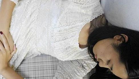 Cô gái trẻ 26 tuổi chết vì ung thư cổ tử cung, bác sĩ nhắc nhở: Nếu xuất hiện mùi này ở vùng kín, chị em phải đi khám phụ khoa
