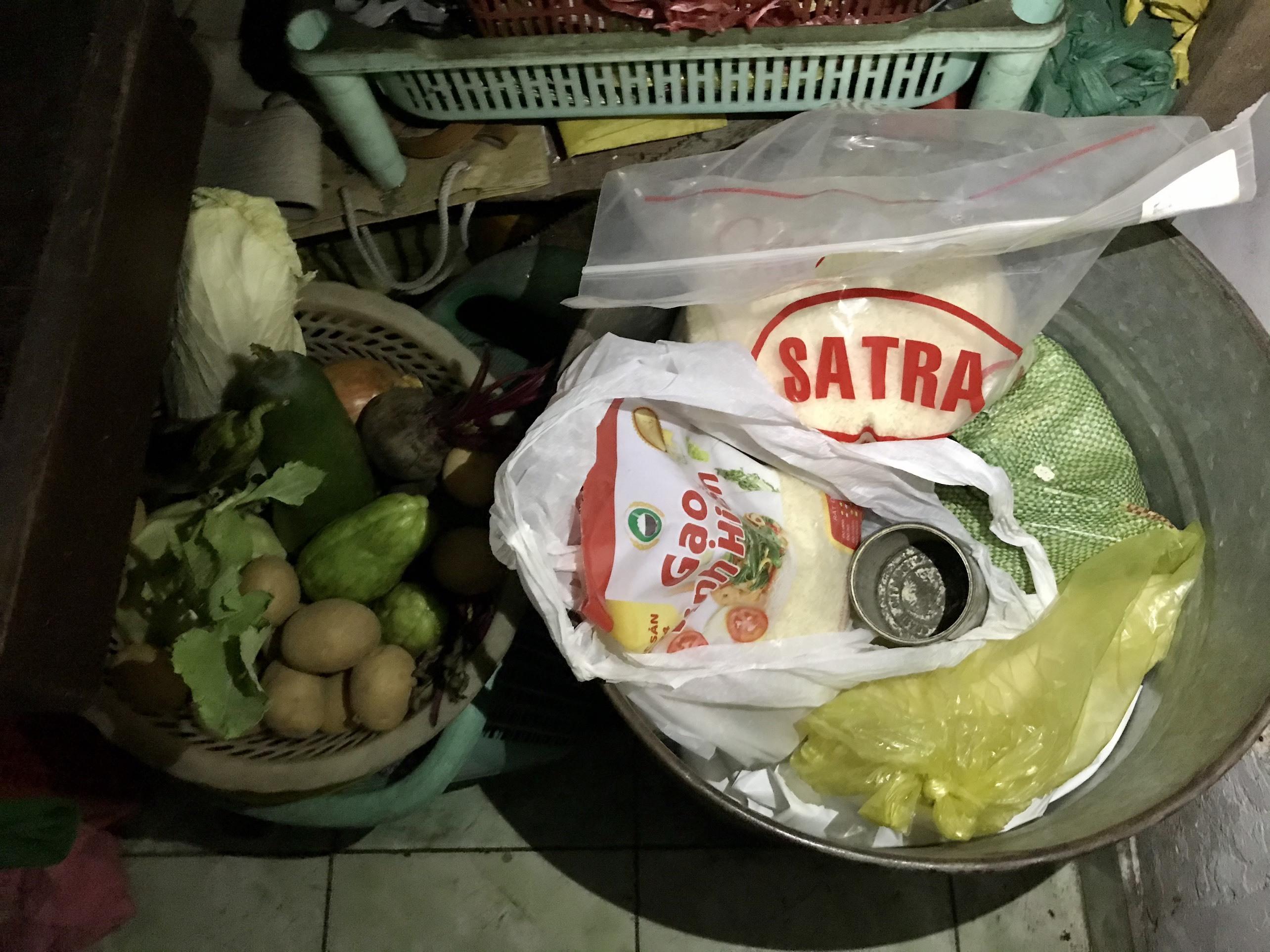 Cụ ông xin mua 1kg gạo về chăm vợ ốm: Ở nhà lớn, có lương hưu-4