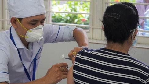 Test dị ứng trước khi tiêm vắc xin Covid-19: Các chuyên gia nói gì?