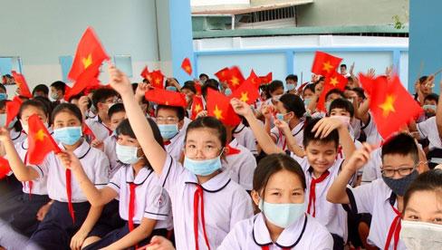 Hà Nội: Chi gần 900 tỷ đồng ngân sách hỗ trợ giảm 50% học phí năm học mới