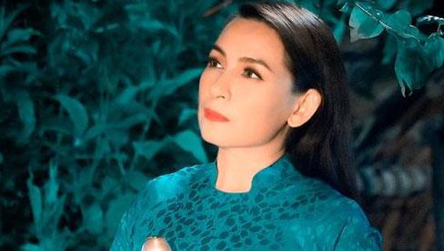 Xuân Lan nghẹn ngào gọi Phi Nhung: 'Dậy nhanh đi chị'