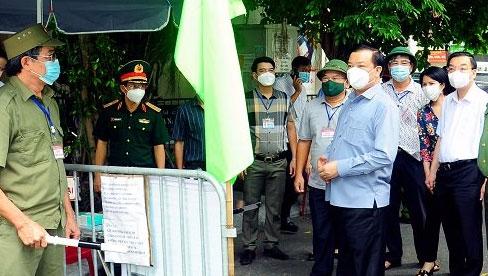 """Bí thư Thành ủy Hà Nội Đinh Tiến Dũng: Cấp giấy đi đường nhanh, gọn, thực hiện giãn cách triệt để trong """"vùng đỏ"""""""