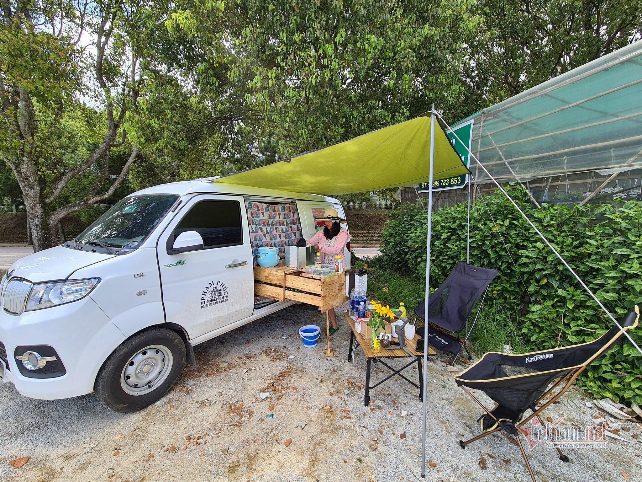 Vợ chồng 9X biến xe Van giá rẻ thành căn hộ di động đi muôn nơi-8