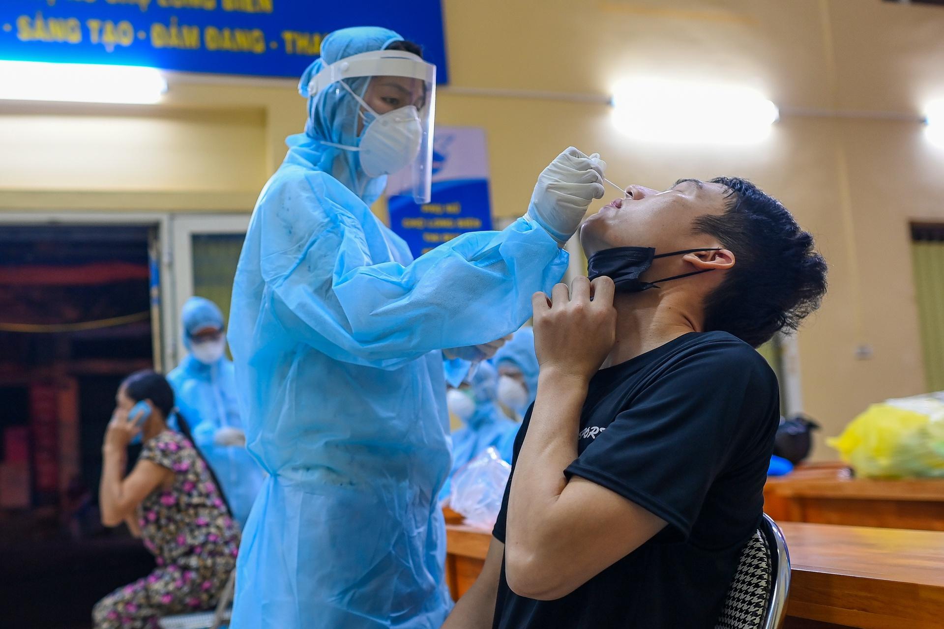 Một người từng nhiễm SARS-CoV-2 cách đây 10 tháng nay lại mắc COVID-19, Hà Nội có thêm 5 ca nhiễm mới-1
