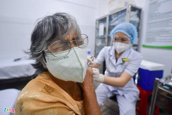 Người tiêm mũi 1 Moderna, mũi 2 có thể thay thế bằng vaccine nào?-2
