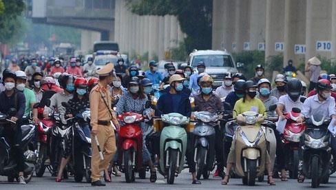 Hà Nội: Cảnh sát lập chốt dài hơn 1km kiểm tra người dân đi vào