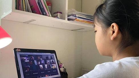 Con học online cả ngày, mắt đỏ hoe trông rõ thương: Bố mẹ làm ngay 5 cách này giúp mắt con đỡ mỏi hơn hẳn