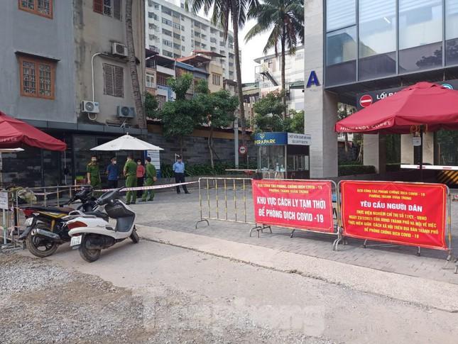 Hà Nội: Ca dương tính SARS-CoV-2 giao hơn 100 đơn hàng trong khu chung cư Rivera Park-2