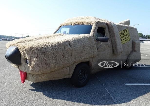 Xe van Ford Econoline hình chó nhồi bông cực dị-2