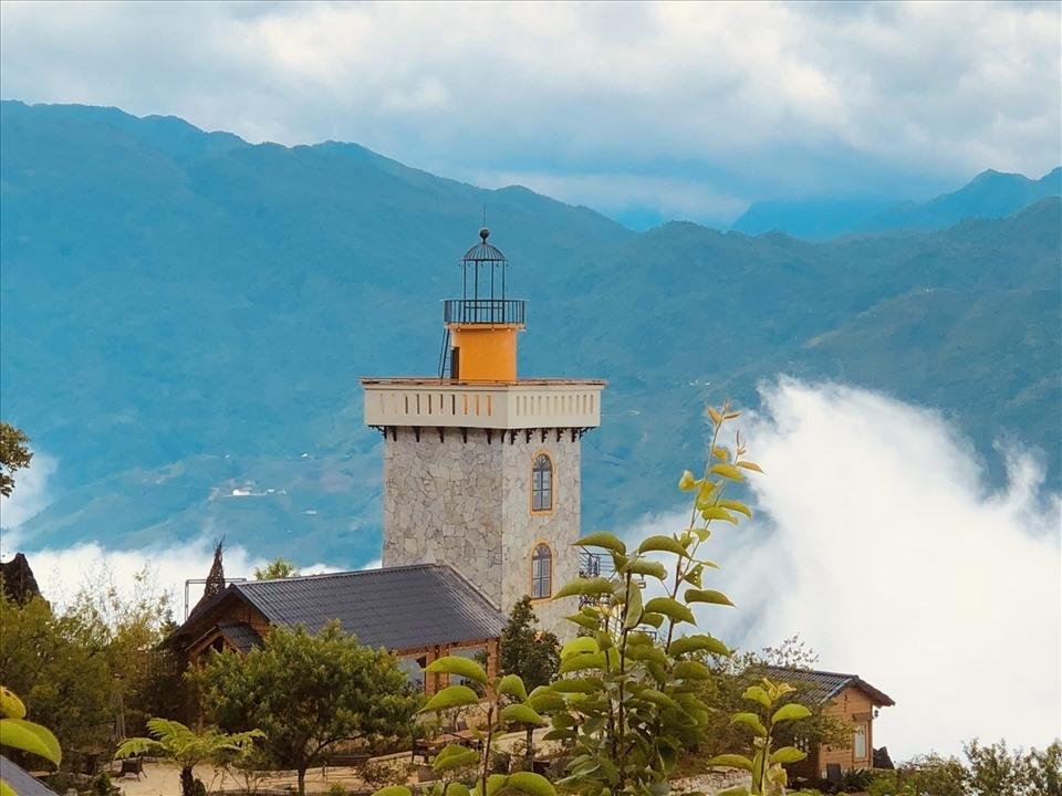 Người đàn ông mê biển nhưng lên núi xây hải đăng cho gia đình sinh sống-12