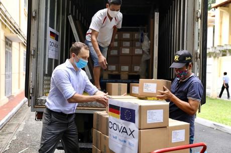 Hơn 850.000 liều vắc-xin từ Đức về đến Việt Nam-1