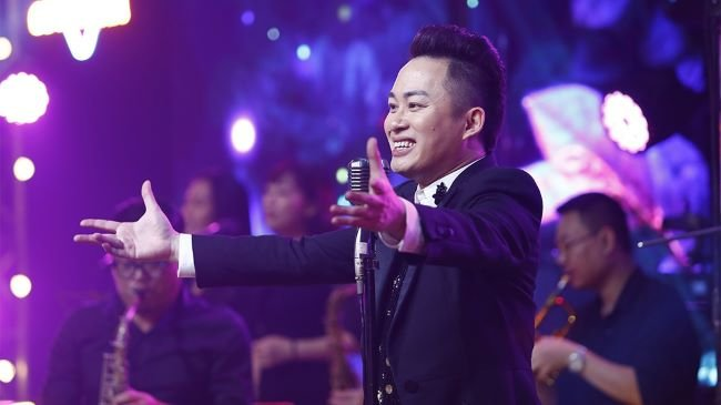Cười ngất xem Tùng Dương hát và bắt chước y hệt 4 diva Việt