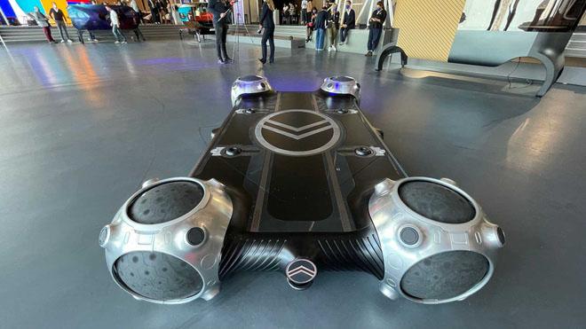Chiếc xe đặc biệt sử dụng lốp hình cầu