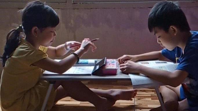 Những đứa trẻ không có mặt trong lớp học online và nỗi lo của cô giáo Sài Gòn