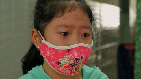 Những đứa trẻ mồ côi vì đại dịch: Nén nhang lúc đêm muộn khe khẽ