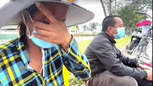 Chồng đạp xe chở vợ bầu 8 tháng từ Sài Gòn về Sóc Trăng, trong túi còn đúng 100k và cái kết vỡ oà đến bật khóc
