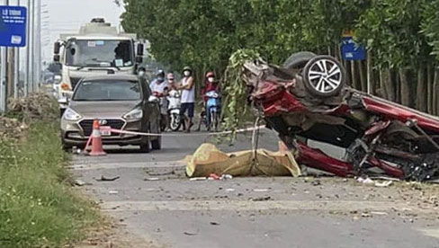 Clip khoảnh khắc vụ tai nạn khiến nhóm Youtuber thương vong: Xe con chạy tốc độ kinh hoàng