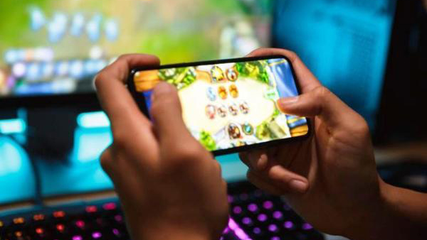 Ông bố Hà Nội 'đập nát' iPhone, cho con nghỉ học online