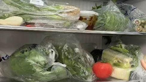 Trước khi mua rau củ về cho vào tủ lạnh, bạn nhớ vứt túi ni lông đi nhé! Đây là lý do vì sao?