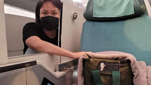 Việt Hương có chia sẻ đầu tiên sau gần 30 tiếng ôm tro cốt cố ca sĩ Phi Nhung về Mỹ