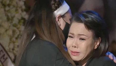 Việt Hương ráng gồng không khóc nhưng nước mắt ứa như mưa, tự trách bản thân 1 việc liên quan đến Phi Nhung