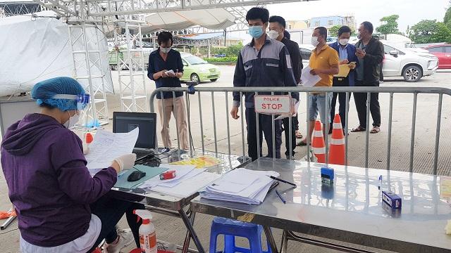 Ra vào Hà Nội, người dân mong không kiểm tra xét nghiệm Covid-19