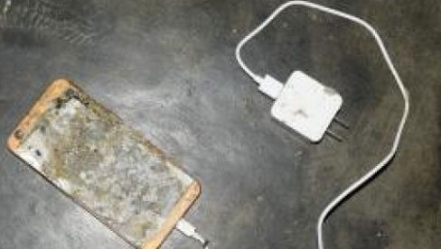 Học sinh lớp 5 tử vong do điện thoại phát nổ lúc học online: Trách nhiệm thuộc về ai?