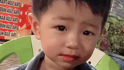 Vụ bé trai 2 tuổi mất tích bí ẩn ở Bình Dương: Tìm thấy đồ chơi của bé ở lô cao su gần nhà