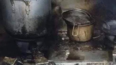 Bị quỵt lương, nhân viên tung loạt ảnh chụp bếp quán cơm niêu Hà Nội bẩn đến choáng váng
