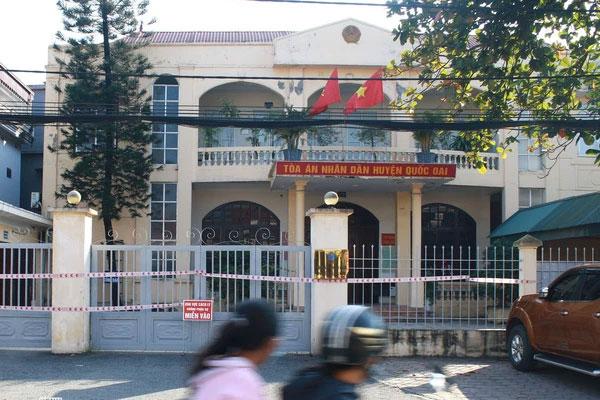 Hà Nội: Thêm 5 người là cán bộ Công an, tòa án dương tính SARS-CoV-2, ổ dịch tại huyện Quốc Oai tăng lên 12 ca