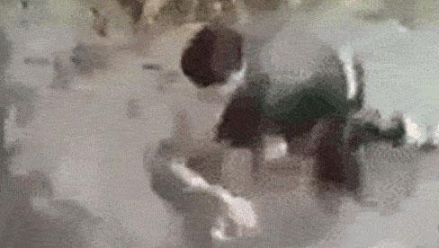 Nam sinh đánh bạn gái dã man, dìm đầu xuống nước: Chỉ đạo công an xử lý nghiêm